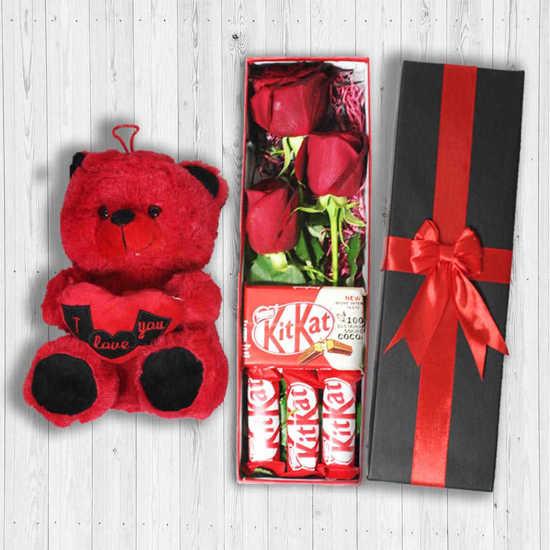 خرید اینترنتی جعبه گل رز ۳ تایی و عروسک